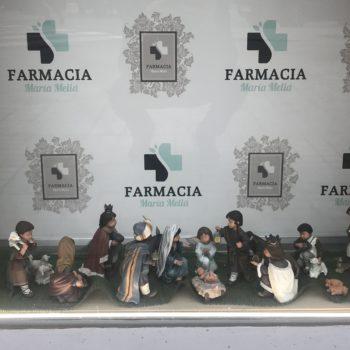 Belén en Farmacia María Meliá, San José, la vírgen, el niño Jesús, los pastores, ovejitas, y los tres reyes magos